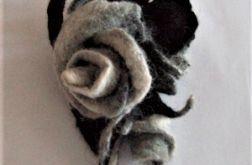 Broszka z filcu -  róża