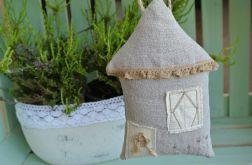 Lawendowy domek z falbanką