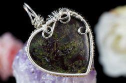 Srebrny wisior z heliotropem, kamień krwisty