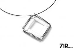 Designerski wisiorek biały kwadrat
