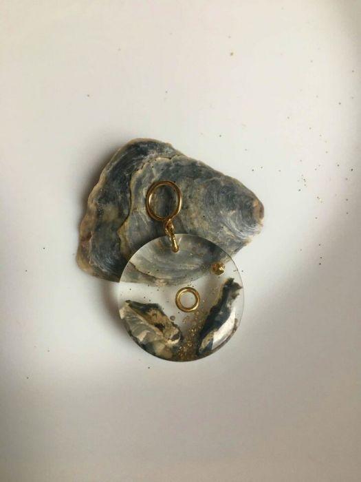 Naszyjnik z żywicy i srebra 925 pozłacanego
