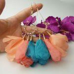 Kwiatowe kolczyki morelowe łososiowe kwiaty
