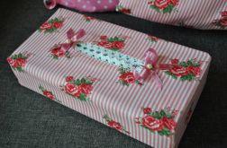 Etui na chusteczki - w drobne malinowe różyczki