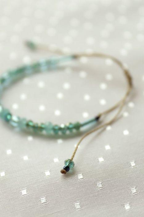 Bransoletka z turkusowymi kamieniami - Kryształki na sznureczku