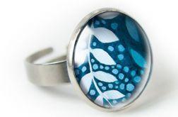 Delikatne listki pierścionek z ilustracją