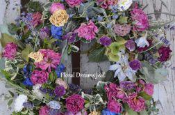 Wianek z lawendą i różami