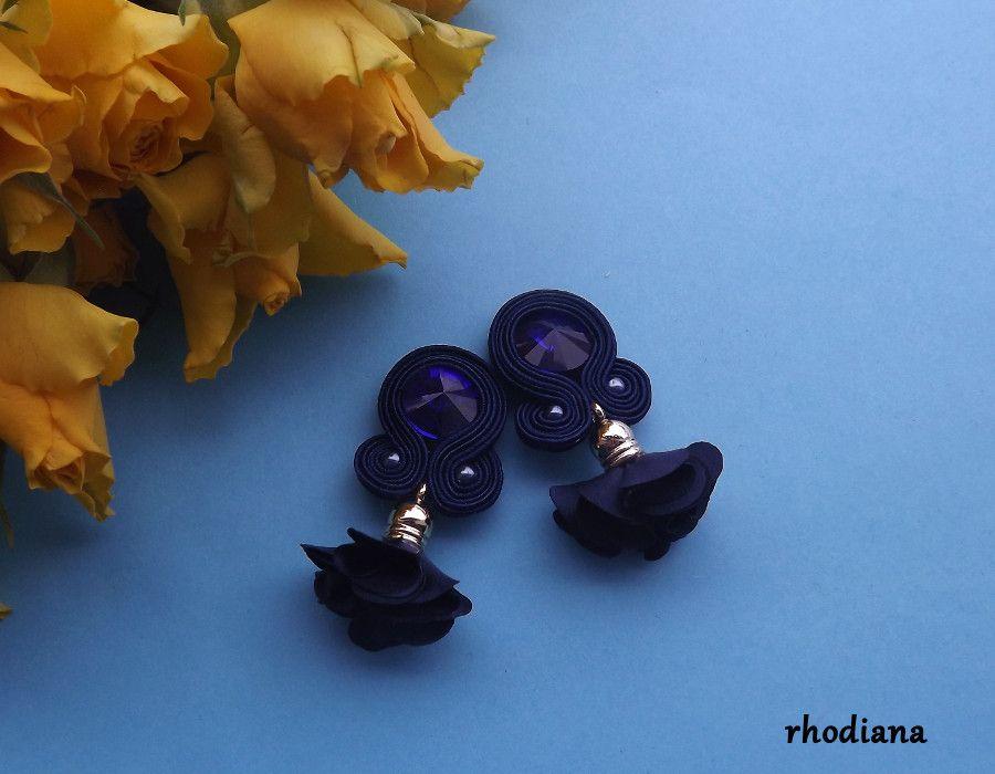 Granatowe z kwiatowym Chwostem kolczyki