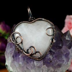 Miedziany wisior z kwarcem różowym serce