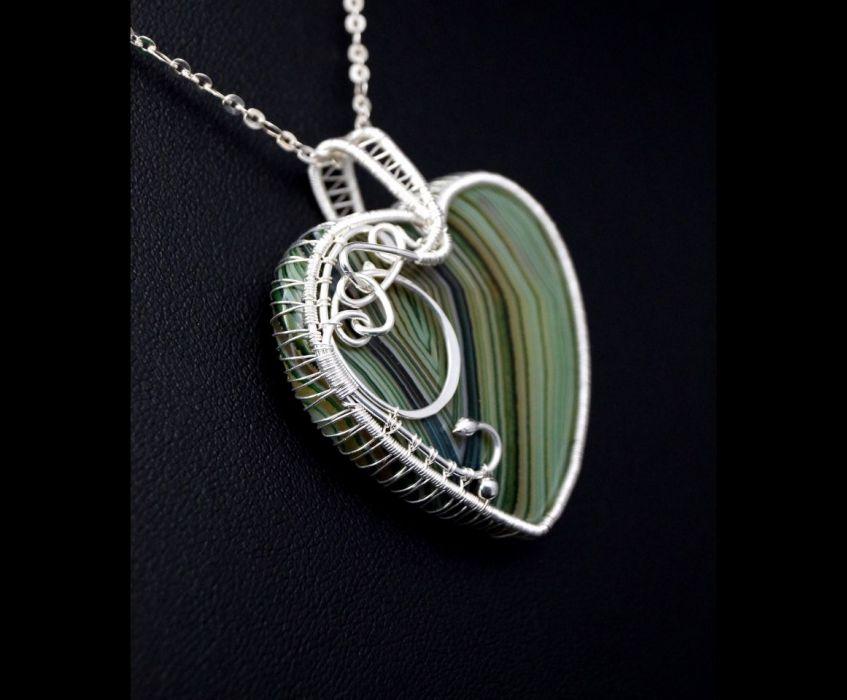 Srebrny wisior z Agatem zielono białym