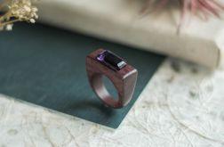 Amarantowy pierścionek z ametystem