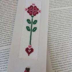 Zakładka do książki haftowana- z serduszkiem