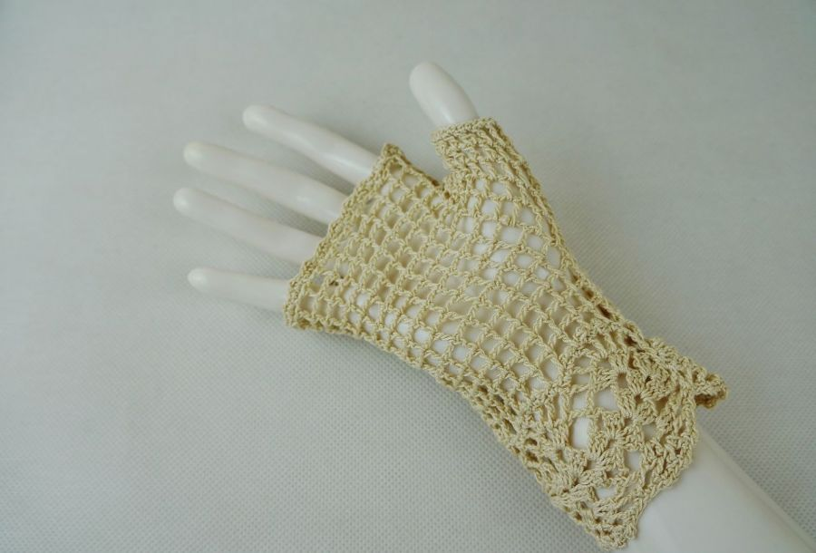 Romantyczne rękawiczki beżowe - mitenki beżowe