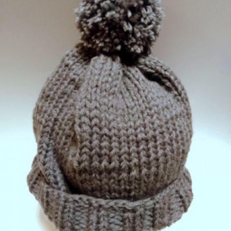 Zimowa damska czapka z dużym pomponem