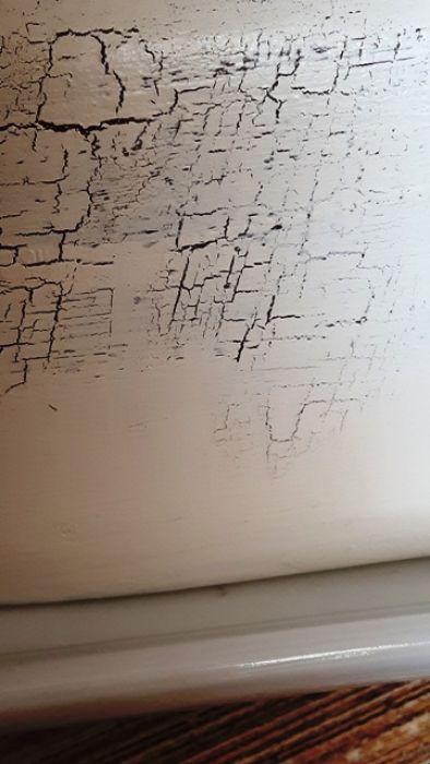 dzbanuszek śmietannik lawenda ecru - Ceramiczny dzbanuszek śmietannik z przykrywką, ręcznie malowany i ozdabiany w motyw lawendowej . Delikatne postarzenie poprzez efekty spękanej ecru wierzchniej farby  (tylko miejscami) oraz przecierki, nadają wyjątkowego charakteru przedmiotu.