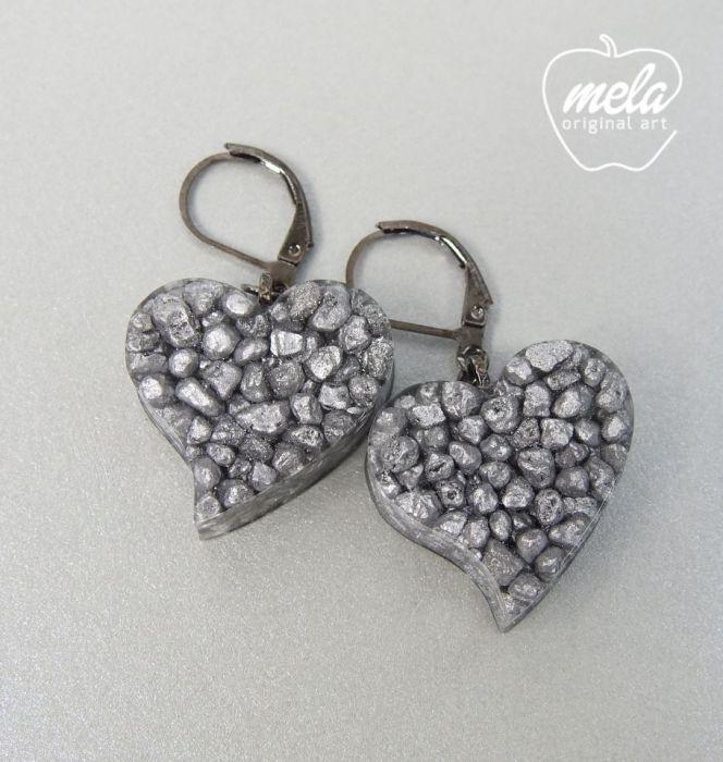 0413/mela- kolczyki z żywicy serca z kamieni