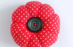 Poduszka na igły igielnik czerwona w kropki