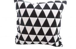 Poszewka w biało-czarne trójkąty