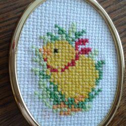 Haftowany obrazek z kurczaczkiem
