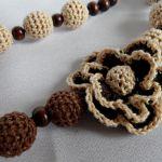 Korale z kwiatkiem