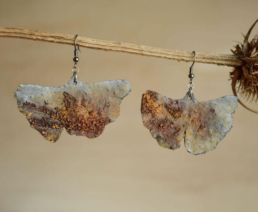 Zardzewiałe kolczyki liście miłorzębu -