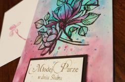 Kartka ślubna z kwiatami i życzeniami