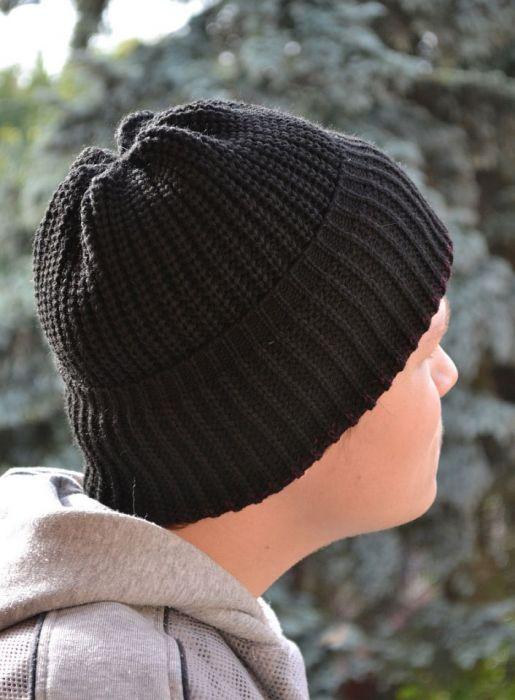Ciepła czarna czapka wywijana