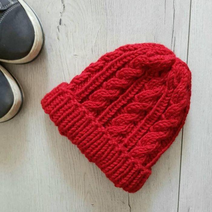 Czapka w warkocze czerwona - czapka unisex