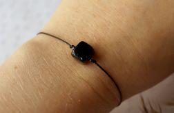 Czarna bransoletka na sznureczku z hematytem