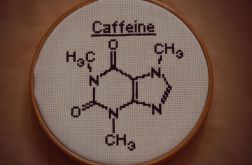 Ręcznie haftowany obrazek CAFFEINE haft krzyżykowy wzór strukturalny kofeiny