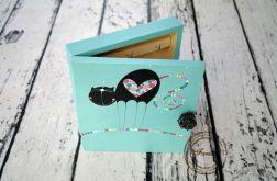 turkusowe pudełko na klucze kot