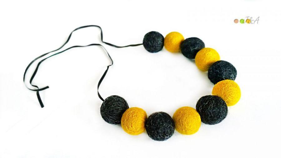 Korale z filcu żółto grafitowe Hand Made