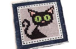 4630 broszka haft krzyżykowy rękodzieło