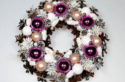 Wianek bożonarodzeniowy różowo-biały
