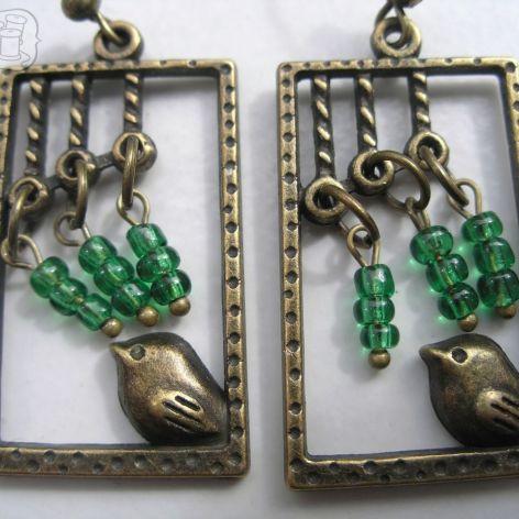 Kolczyki z ptaszkiem w oknie (zielone koraliki)