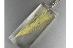 Srebrny wisiorek z kłosem zboża w żywicy