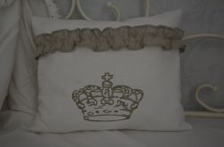 Poszewka z haftem korona