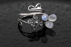 Pierścionek srebrny Trzy księżyce