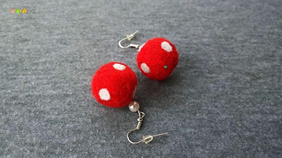 Kolczyki z filcu czerwone w białe kropki