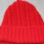 Czapka koloru czerwonego