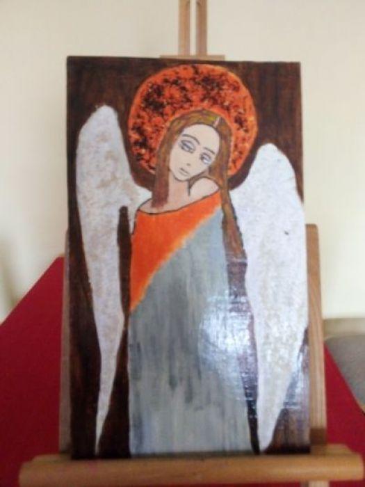 Obraz - Zamyślony anioł na desce A - zblizenie boczne