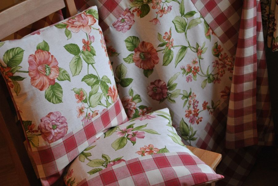 Kwadratowy obrus 125x125 - rustykalne kwiaty -