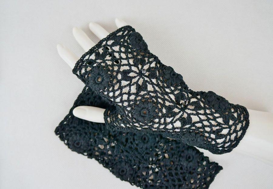 Rękawiczki mitenki szydełkowe czarne 01