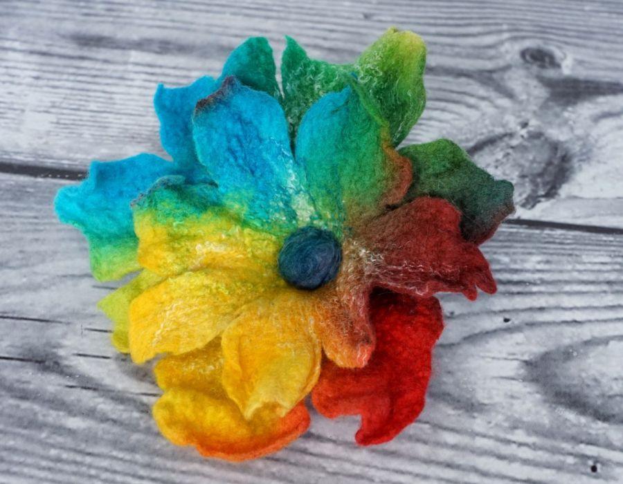 Filcowa broszka. Broszka kwiat.
