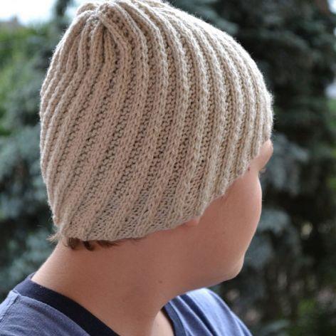 Beżowa czapka męska - cieplutka