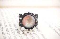 Czarny pierścionek, malowane szkło, pastelowy
