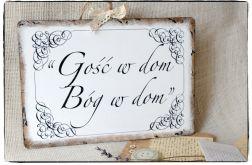 Szyld z napisem ~Gość w dom Bóg w dom~