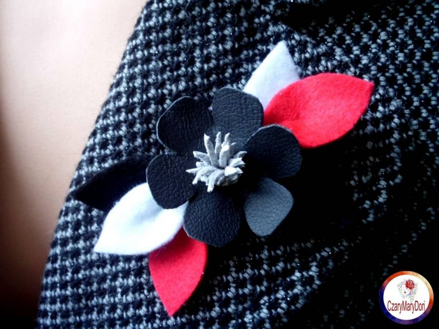 Jesienna broszka kwiat - skóra naturalna