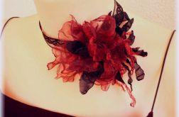 Elegancki naszyjnik z bordową róża na koronce