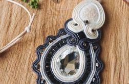 Kremowo-szary wisior z ceramiką