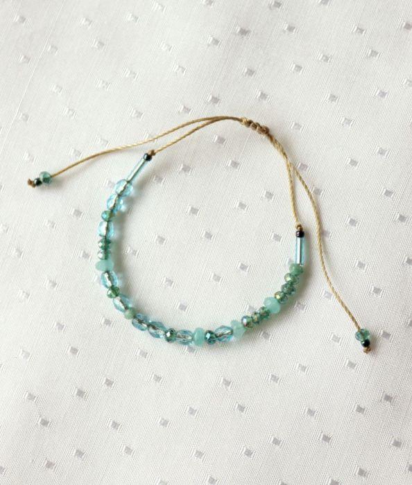 Bransoletka z turkusowymi kamieniami - Regulowana bransoletka z małymi koralikami